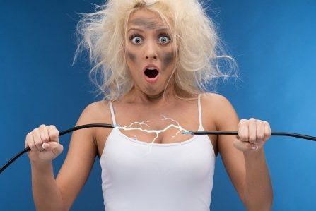 原因は【静電気】!? 界面活性剤が肌に刺激になる理由。