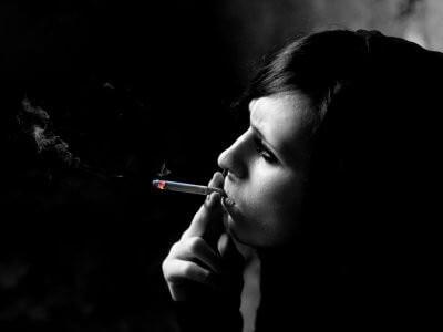 紫外線より怖い!? 『喫煙』 の老化リスク