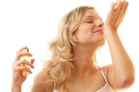 柔軟剤や香水・芳香剤が『においテロ』になる時代