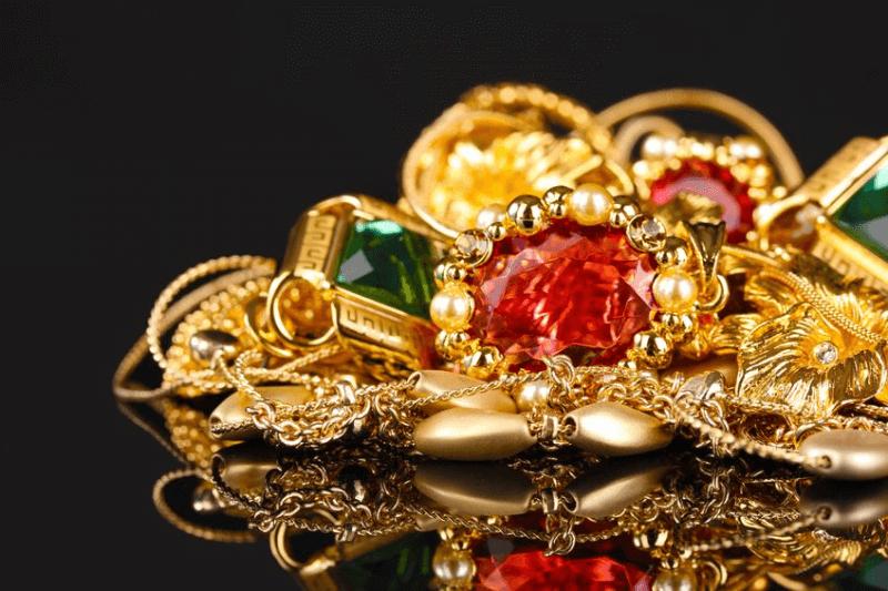 宝石粉末【ジュエルパウダー】を化粧品に入れる美容的メリットはあるのか