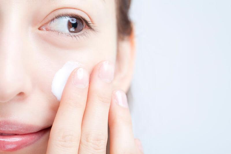 塗りムラや白いカスを防ぐ!【紫外線散乱剤ベースの日焼け止め&下地】を綺麗に塗る方法
