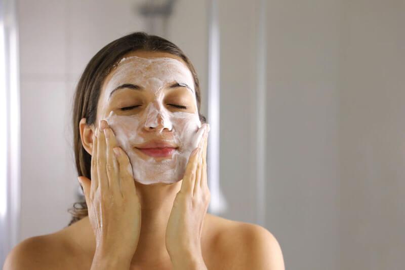 「朝の洗顔」は洗顔料を使うべき?お湯のみで洗うべき? かずのすけの考え